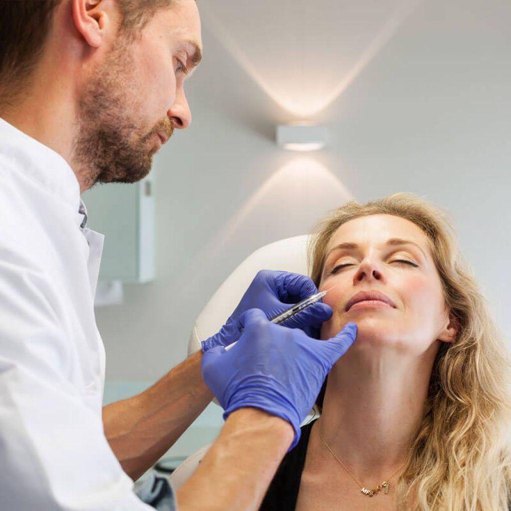 Behandeling Cosmetische kliniek botox filler neus lippenplooi